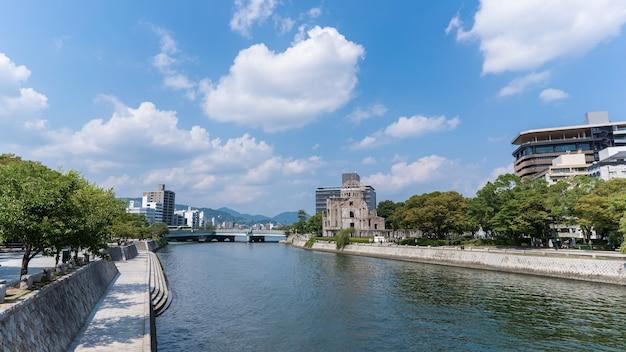 Widok wokół pomnika pokoju w hiroszimie miejsce światowego dziedzictwa hiroszima japonia