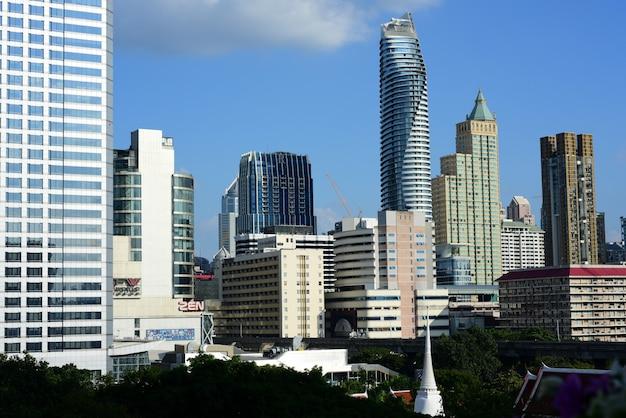 Widok wysoki budynek biurowy kapitał, bangkok, tajlandia