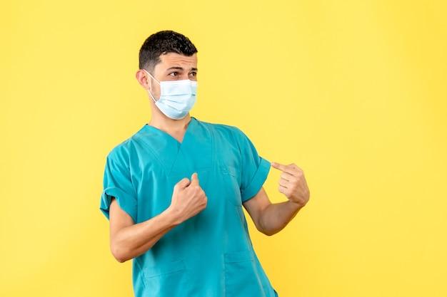Widok z boku lekarz, lekarz mówi, że ważne jest, aby używać masek przeciwko covid-