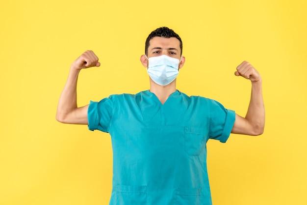 Widok z boku lekarz lekarz w masce uważa, że osoby z covid- wyzdrowieją