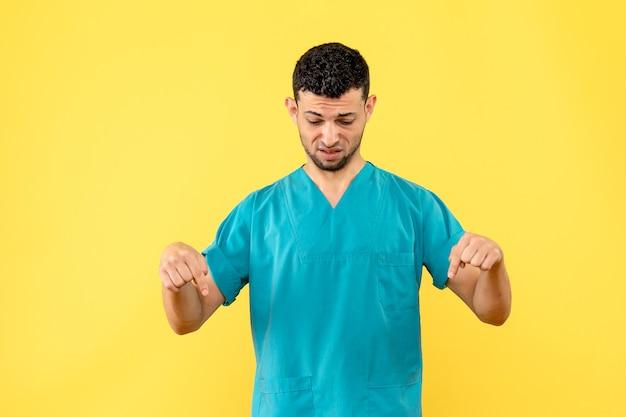 Widok z boku lekarz specjalista dowiedział się o nowym objawie zakażenia koronawirusem