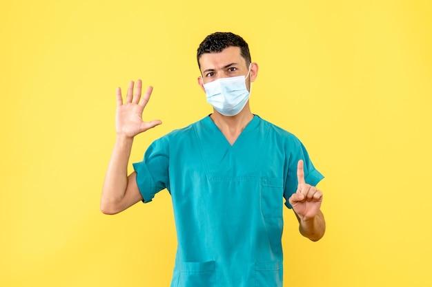 Widok z boku lekarza w masce pozowanie