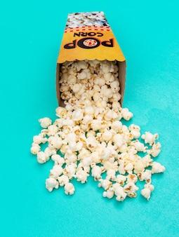 Widok z boku popcornu pionowego