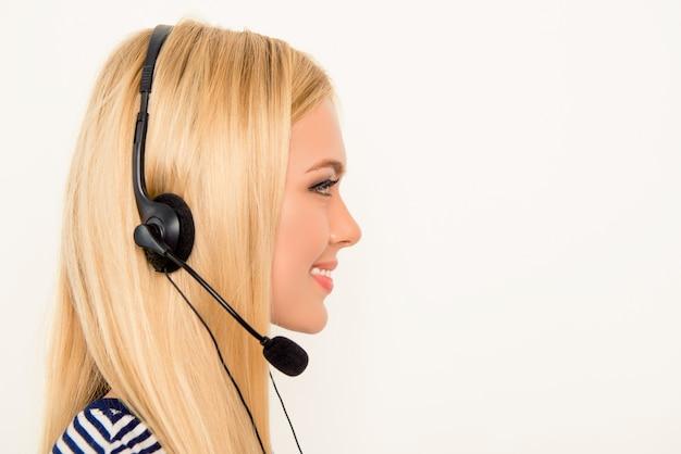 Widok z boku portret pięknej agenta call center