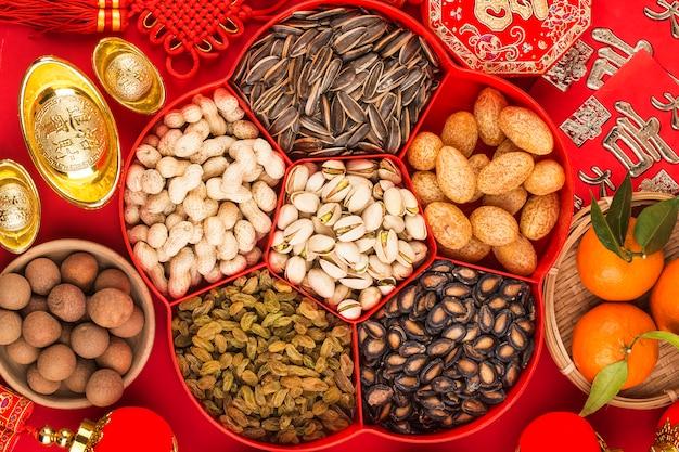 Widok z góry akcesoria dekoracje na święta chińskiego nowego roku. chiński powodzenia błogosławieństwo