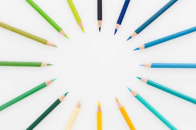Widok z góry asortyment kolorowych ołówków