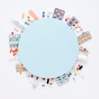 Widok z góry asortyment kolorowych środków przeciwbólowych