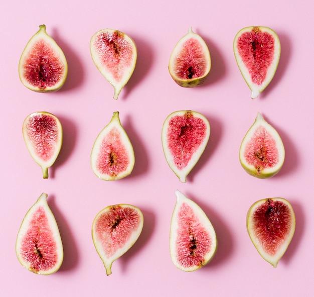 Widok z góry asortyment organicznych fig na stole