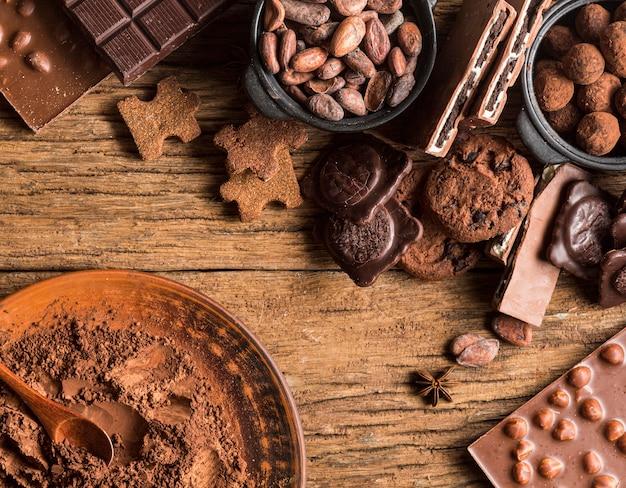 Widok z góry asortyment słodyczy czekoladowych
