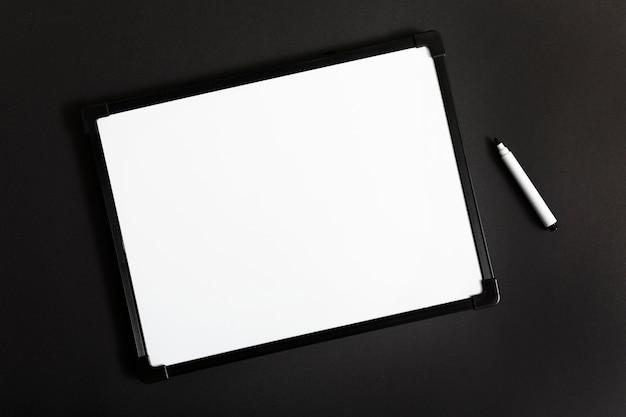 Widok z góry biała tablica z miejsca kopiowania