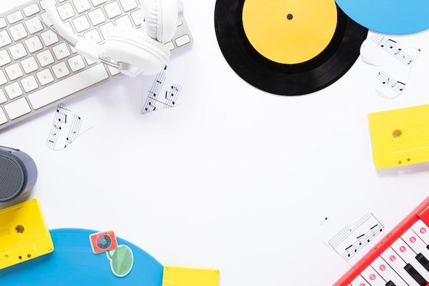 Widok z góry biurko koncepcja z motywem muzycznym