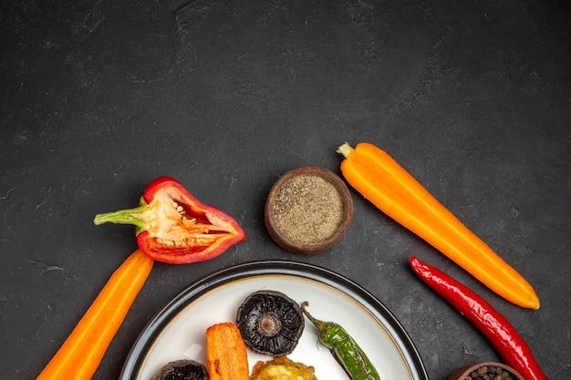 Widok z góry bliska warzywa ostra papryka marchew papryka papryka pieczone warzywa