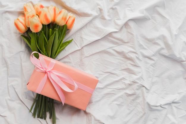 Widok z góry bukiet kwiatów na walentynki