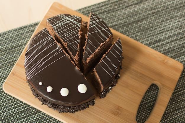 Widok z góry ciasto czekoladowe.