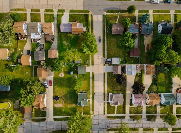 Widok z góry części sypialnej na ulicy w małym miasteczku z góry widok z lotu ptaka cleveland ohio usa