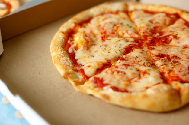 Widok z góry. dostawa pizzy. menu pizzy.