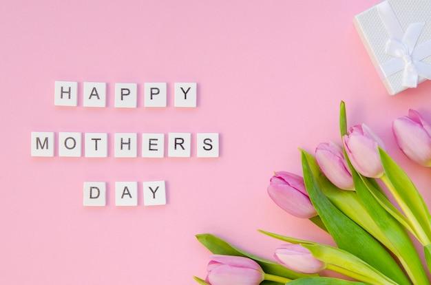 Widok z góry dzień matki pozdrowienie z kwiatami