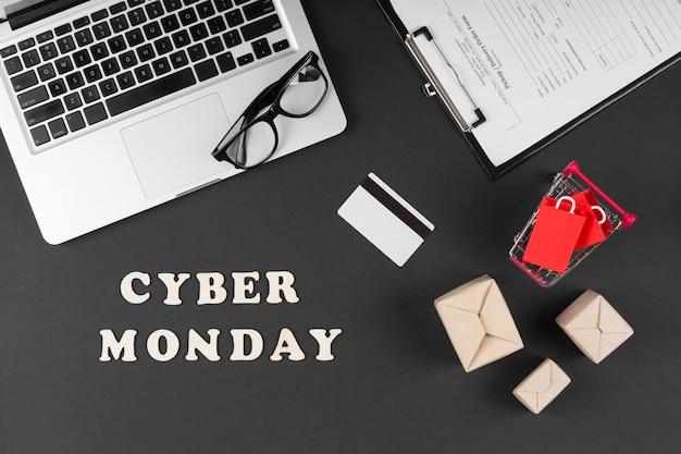 Widok z góry elementy sprzedaży wydarzenia cyber poniedziałek na czarnym tle