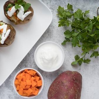 Widok z góry gotowane ziemniaki na talerzu