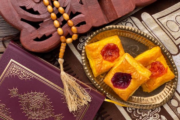 Widok z góry islamskie ciastka nowego roku