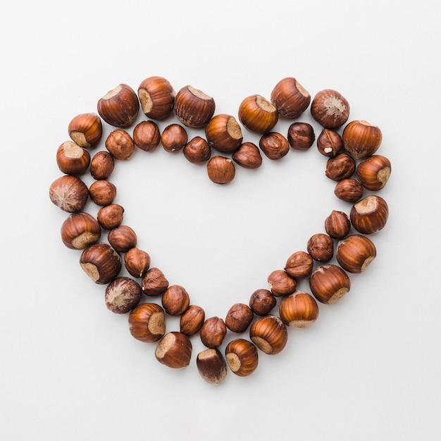 Widok z góry kasztany w kształcie serca