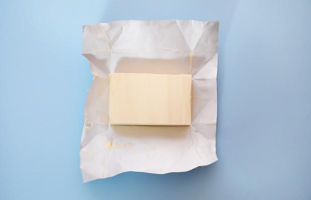 Widok z góry kawałka masła