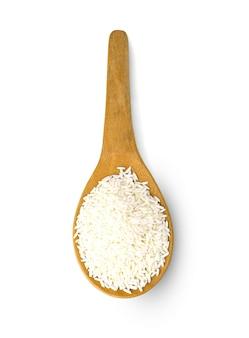 Widok z góry kleistego ryżu w drewnianej łyżce.