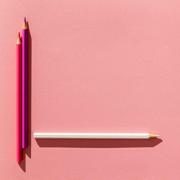 Widok z góry kolorowe ołówki układ