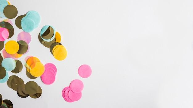 Widok z góry kolorowe złote konfetti
