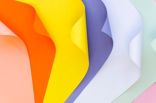 Widok z góry kolorowych arkuszy papieru
