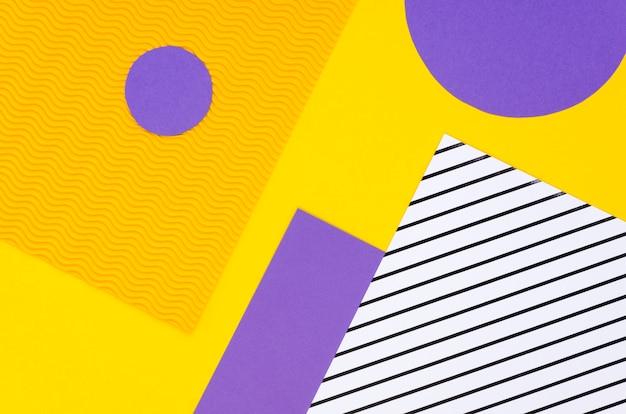 Widok z góry kolorowych geometrycznych kształtów papieru