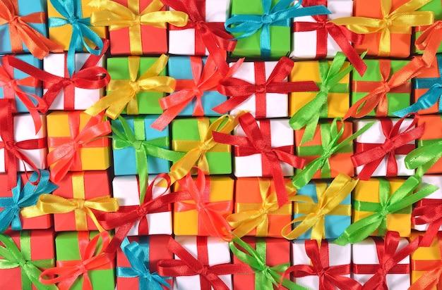Widok z góry kolorowych prezentów