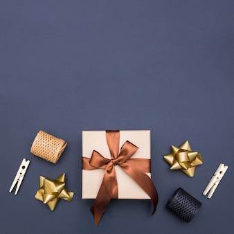 Widok z góry kompozycja do pakowania prezentów z miejsca kopiowania