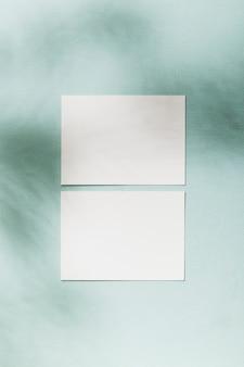 Widok z góry koncepcja białe wizytówki