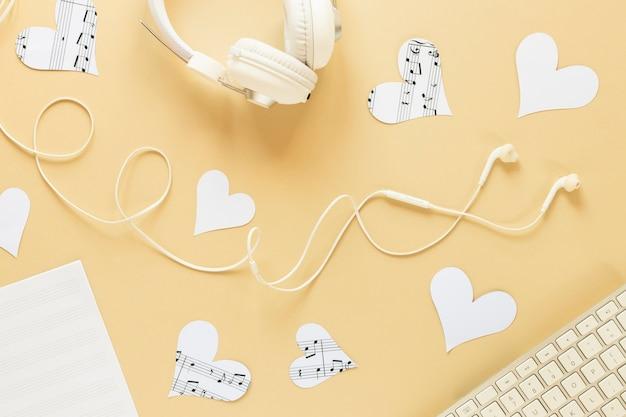Widok z góry koncepcja biurko z zestawem słuchawkowym