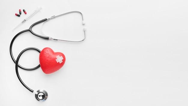 Widok z góry koncepcja dzień serca świata ze stetoskopem