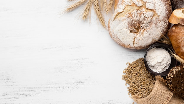 Widok z góry koncepcji chleba z miejsca na kopię