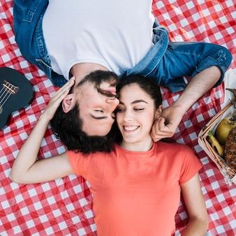 Widok z góry koncepcji miłości i piknik