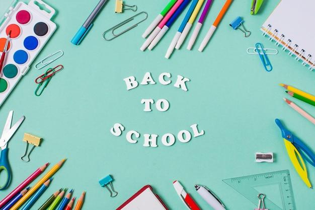 Widok z góry koncepcji powrót do szkoły