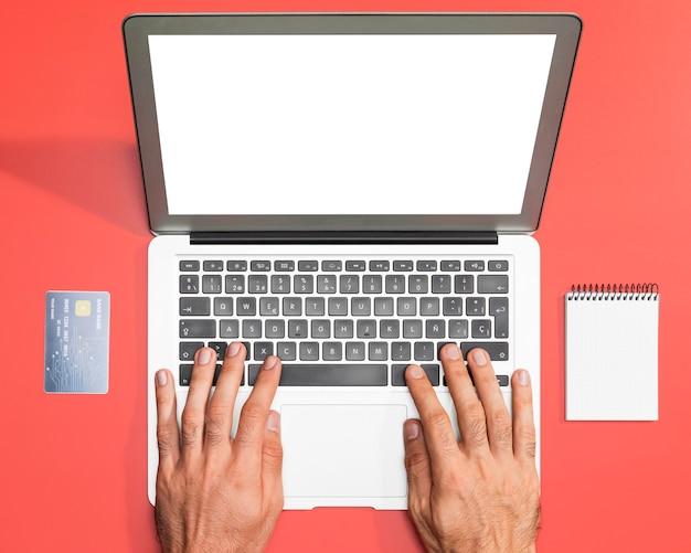 Widok z góry koncepcji zakupów online