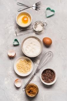 Widok z góry materiały do pieczenia na stole