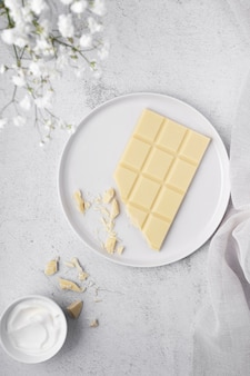 Widok z góry minimalna biała kompozycja stołu