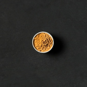 Widok z góry miska z przyprawami w proszku
