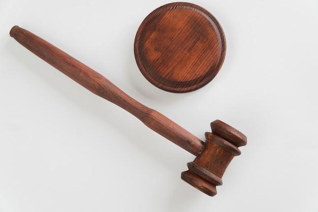 Widok z góry młotek sędziego