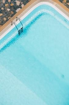Widok z góry na basen