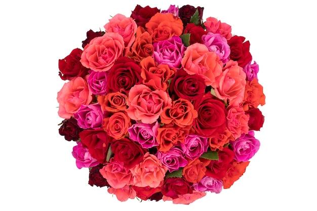 Widok z góry na bukiet róż na białym tle