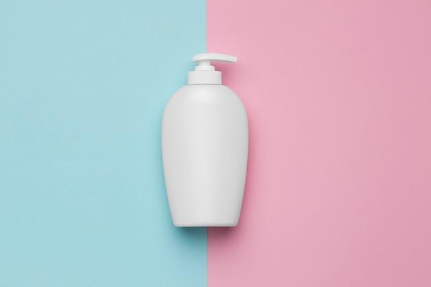 Widok z góry na butelkę żelu wodno-alkoholowego