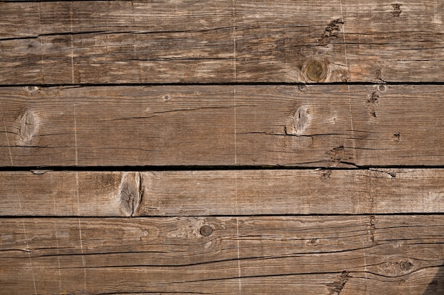 Widok z góry na drewnianą powierzchnię
