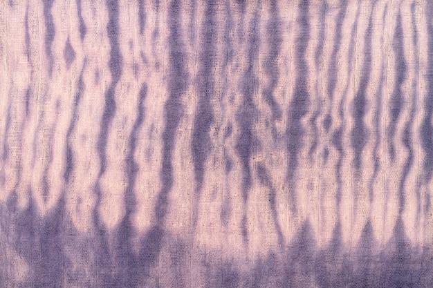 Widok z góry na kolorowe tkaniny tie-dye
