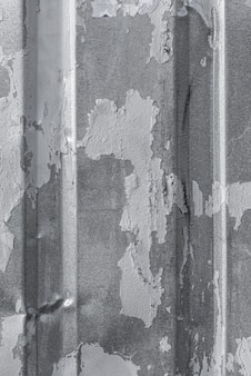 Widok z góry na metalową powierzchnię z wypukłościami